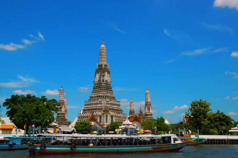 Der Wat Arun und der Chao Phraya in Bangkok sind eines der Ziele bei unserem Aktiv und Abenteuer Urlaub in Thailand