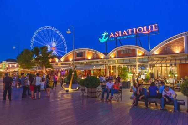 Der Asiatique Nachtmarkt in Bangkok steht auch auf dem Besichtigungsplan bei Ihrem Aktiv und abenteuerurlaub in Thailand mit Kindern