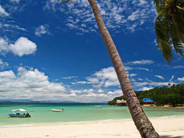 traumhafter Strand und klares Wasser vor der Insel Koh Talu, genießen Sie auf dieser Insel erholsame Tage bei Ihrem Badeurlaub in Thailand