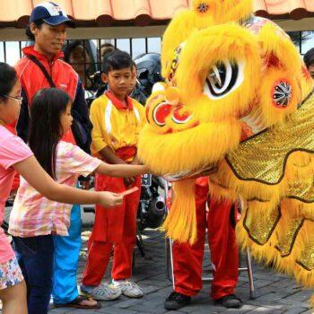 Der Drache das glücksbringende Fabelwesen der chinesischen Geschichte auf den Straßen von Bangkok