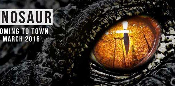 Werbeplakat mit dem T-Rex Auge, es wirbt für den Dinosaur Planet in Thailands Hauptstadt Bangkok