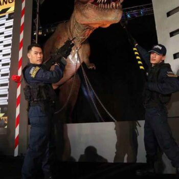 Öffnung des Transportgeheges vom T-Rex in Bangkok