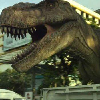 Auf Bangkoks Straßen sorgte der Transport vom T-Rex für viel Aufmerksamkeit und Beachtung
