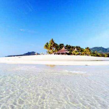 Strand und die Anlage Sivalai Beach Resort, Andamanensee Inselhopping