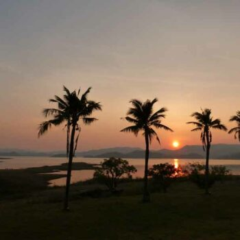 Sonnenuntergang im Kaeng Krachan Park mit Blick über den Kaeng Krachan Stausee