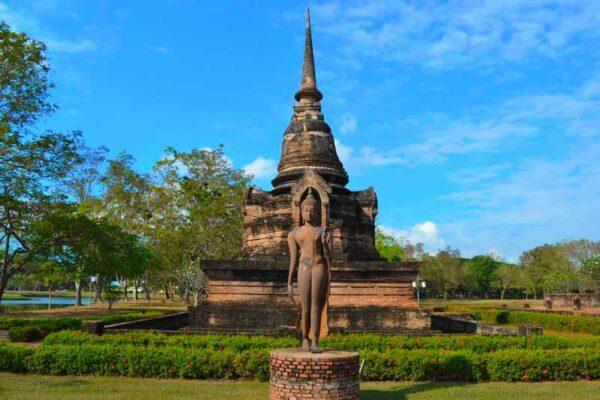 Der Wat Sra Sri im historischen Park von Sukhothai wird von unseren Gästen gern auf dem Fahrrad erkundet