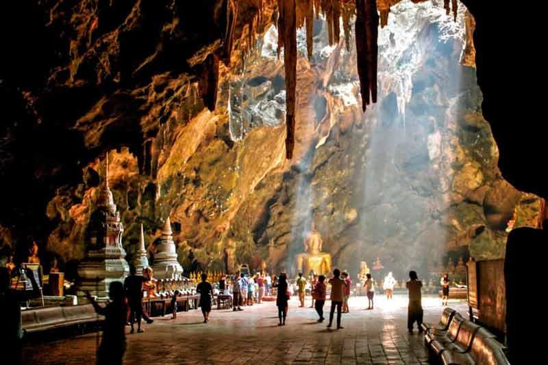 Die Tham Khao Luang Höhle ist eines der Highlights unsere klassischen Thailand Rundreise nach Südthailand