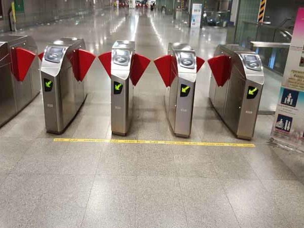Die Einlassschranken der MRT in Bangkok