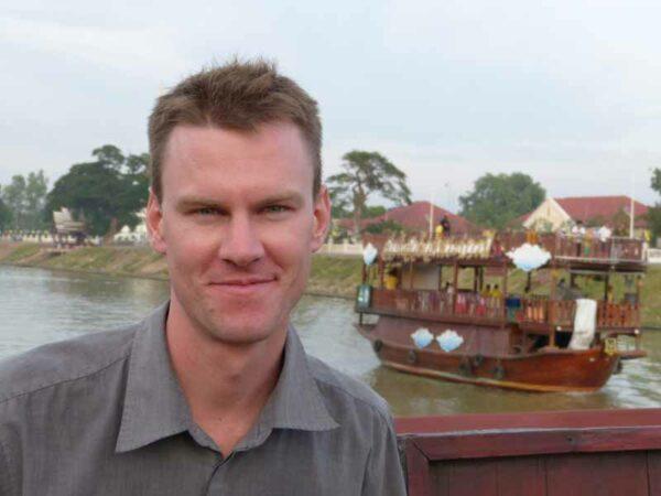 Andreas Sprengart ist Produkt Manager bei Sri Siam Holidays und Experte für Inselhopping und den Süden