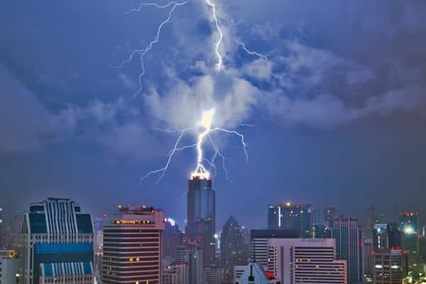 Blitzeinschlag in Bangkok von einem Gewitter