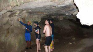 Besichtigung der Tham Lod Thai Höhle bei Krabi