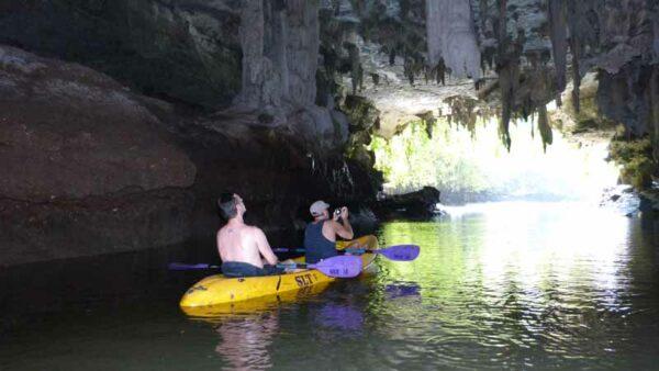 Fahrt im Kayak durch die Tham Lod Thai