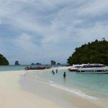 Die Sandbank zwischen den Inseln Koh Tub und Koh Mor