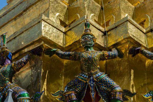 Mystischer Tempelwächter beim Königspalast in Bangkok