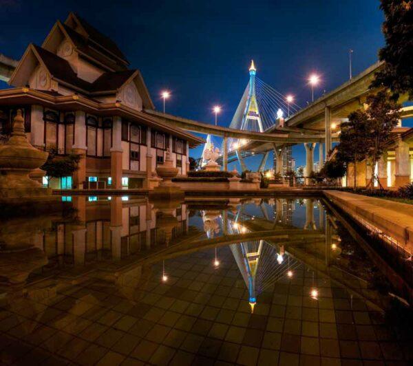 Bumipol Brücke in Bangkok über den Chao Phraya Fluss