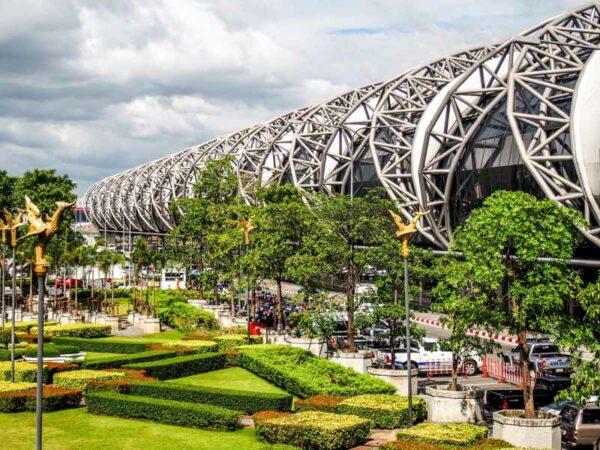 Der Flughafen Bangkok-Suvarnabhumi, hier landen die meisten Thailand Touristen und starten von hier in den Urlaub