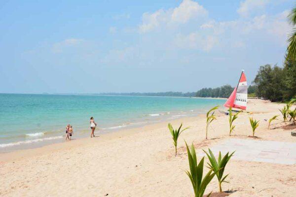 Ein Blick über den Pak weep Beach vor dem Pullman Khao Lak Resort