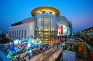Die Siam Paragon Shopping Mall an der BTS Station Siam von außen
