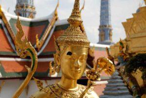 Ein goldener Tempelwächter im Palast des Königs