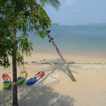 Der strand vor dem Blue Sky Resort auf Koh Phayam