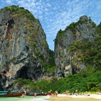Der Phranang Beach in Krabi ist bei Besuchern ein beliebtes Ausflugsziel