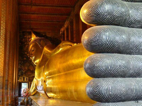 Die liegende Buddha-Statue im Wat Pho Tempel in Bangkok, Thailand