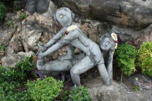Statuen zur Thai-Massage im Wat Pho Tempel in Bangkok, Thailand
