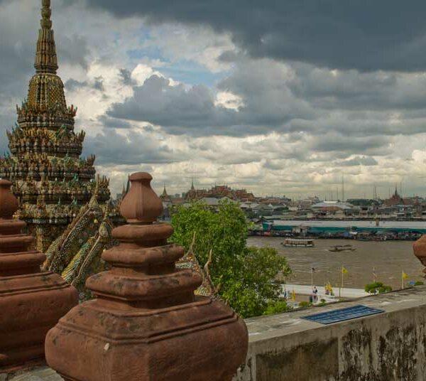 Aussicht von der Spitze des Wat Arun auf Bangkok