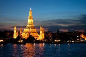 Der Tempel der Morgenröte bei Nacht