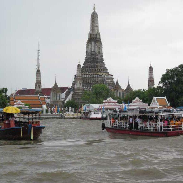 Ueberfahrt-mit-dem-Boot-zum-Wat-Arun-auf-der-Thonburi-Seite-