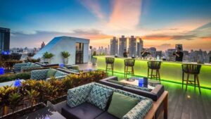 Skybars Bangkok Die Vanilla Sky Rooftop Bar im Compass SkyView Hotel