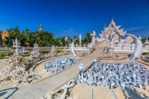 Wat Rong Khun auch Weißer Tempel genannt ist der Höhepunkt in Chiang Rai und darf auf der Goldenen Dreieck Rundreise nicht fehlen.