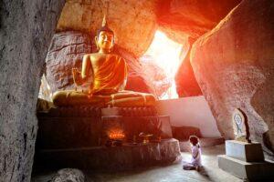 Buddha Cave Westthailand Rundreise