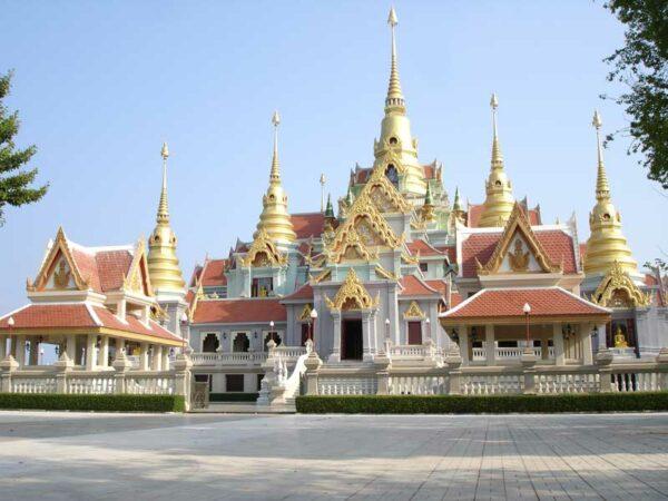 In Bankrud gibt es auch einige sehenswerte Tempelanlagen die mit denen in Bangkok nicht vergleichbar sind.