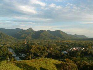 Genießen Sie die Ausblicke von den Chokolade Hills in Ranong.