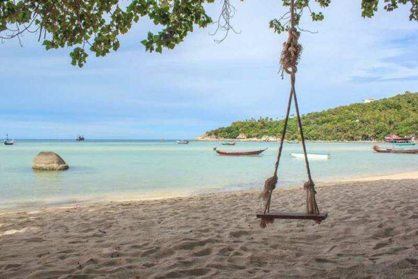 Blick auf den Strand vor dem Koh Tao Bay Resort.