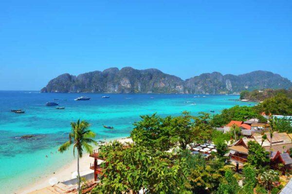 Das ist der Ausblick des Phi Phi The Beach Resorts. Von hier aus kann man eine sehr schöne Wanderung zum Inselzentrum unternehmen.