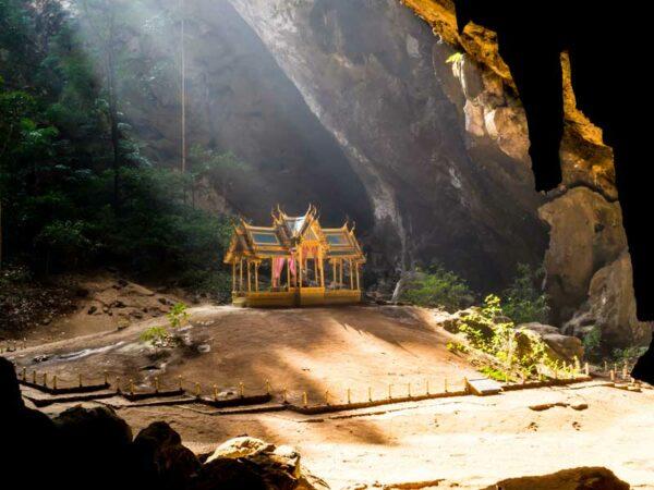 Eines der vielen Highlights im Sam Roi Yot Nationalpark ist die Phraya Nakorn Höhle die wir natürlich besichtigen werden.