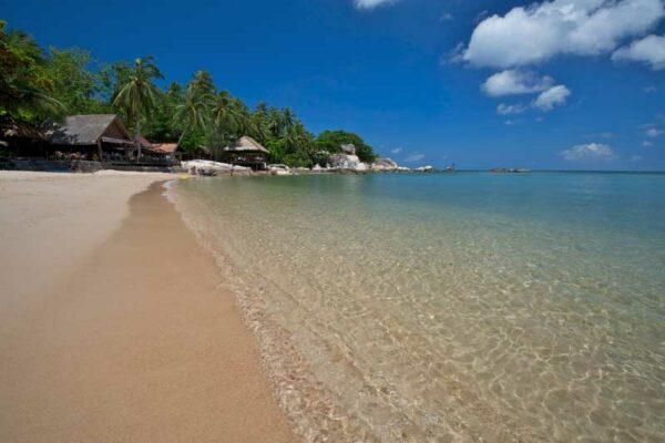 Blick auf den Strand vor dem Sensi Paradise Beach Resort.