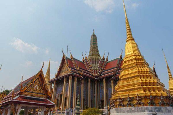 Der Wat Phra Kaew der sich auf der Anlage des Wat Phos in Bangkok befindet.