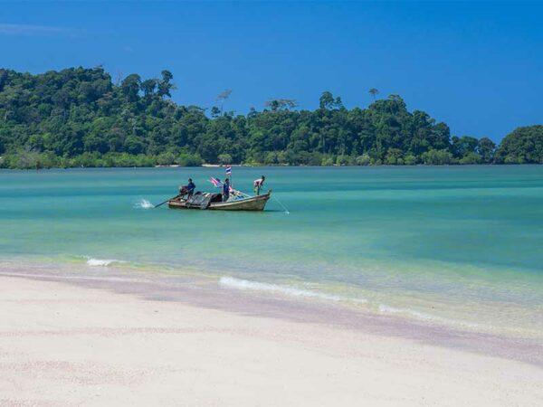 Genießen Sie auf Koh Phayam die ruhigen Strände und das urige Inselleben.