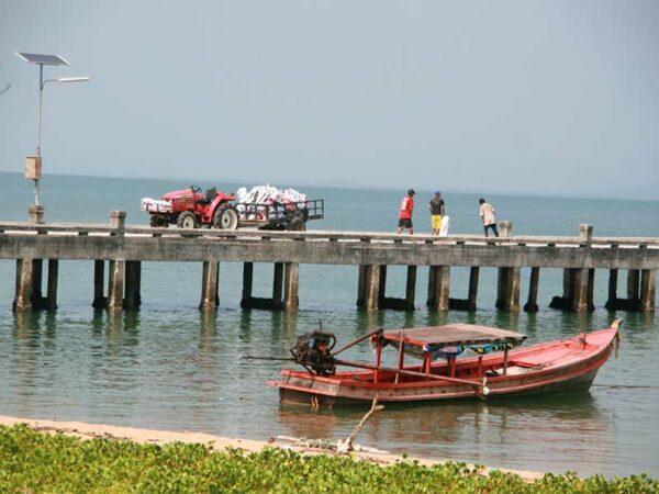 Das ist der Pier der Insel Koh Phayam von wo aus Sie heute zu Ihrer nächsten Etappe aufbrechen.
