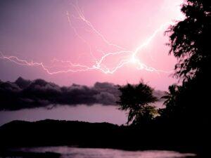 Die Monsumzeit auf Koh Phangan beeindruckt mit einem Spektakel am Himmel.