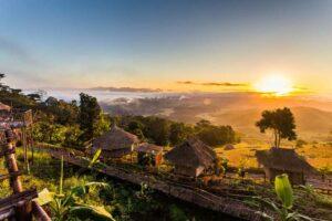 Sonnenaufgang über dem goldenen Dreieck wo die Länder Thailand, Myanmar und Laos aneinander grenzen