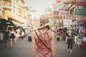 junge Reisende in der Khao San Road