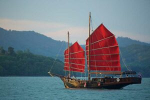 June Bahtra Dschunke in der Phang Nga Bucht, Flitterwochen Thailand