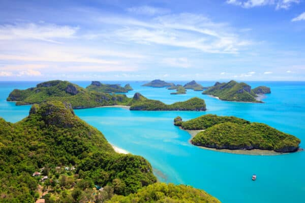 Blick über den Angthong National Marine Park bei Koh Samui.