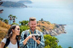 Touristen beim Promthep Cape auf der Insel Phuket