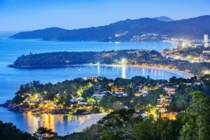Blick auf,-Patong-Beach,-Karon-Beach,-Kata-Beach,-Taken-from-Karon-Viewpoint.-Phuket,-Thailand