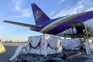 Lieferung von Impfstoff welcher mit einem Thai Airways Flug in Bangkok angekommen sind